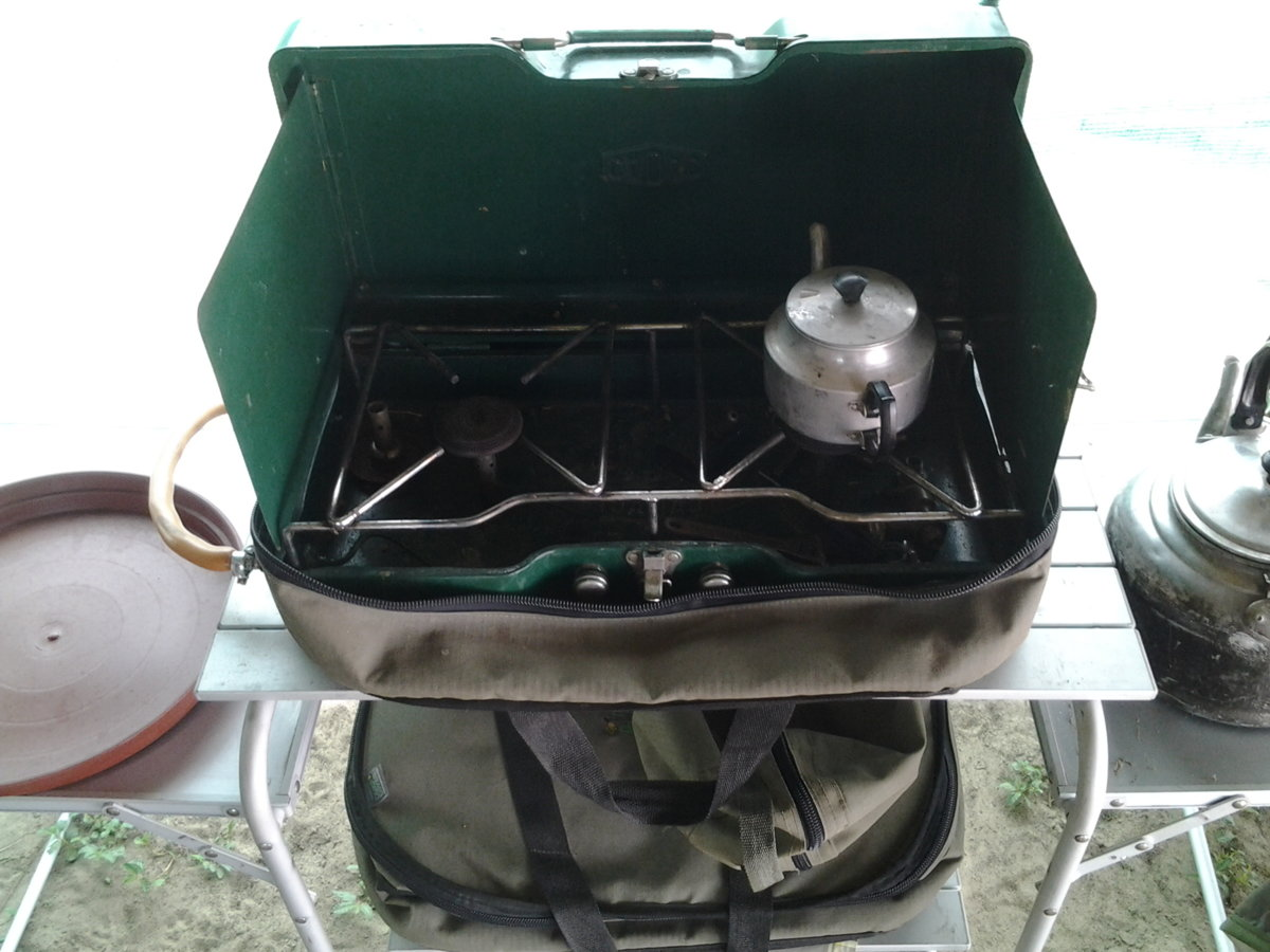 bloem 2016 cooking station 1975 army cooker.jpg