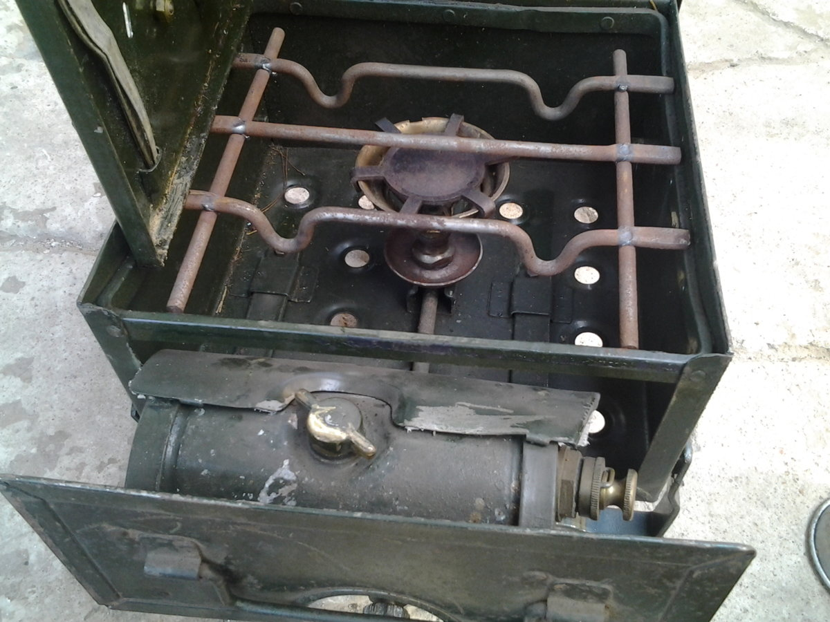 stove field petrol g burner in position.jpg
