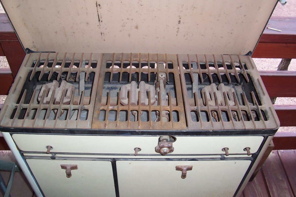 Wards Favor Stove 003.JPG